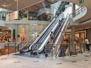 Покупатели потекли в ТЦ: сколько магазинов не пережили кризис и как будут платить выжившие