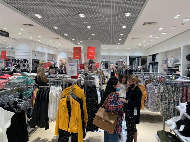 В ТРЦ города открылись магазины с одеждой. В регионе больше 200 новых случаев Covid-19