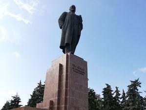 Ответственная за некачественный ремонт памятника Ленину избежит наказания