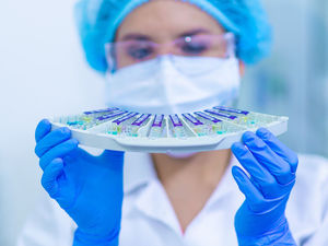 В России зафиксировано падение заболеваемости коронавирусом. Но врачи не верят этим данным