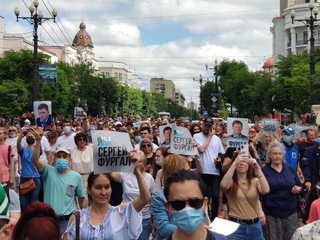 Арест хабаровского губернатора привел к массовым протестам. Как Кремль будет их тушить?
