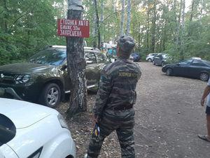 «Военные действия». Снос забора на Увильдах закончился скандалом: туристы устроили бардак