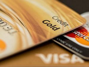 Красноярцам выдали почти вдвое меньше кредитных карт