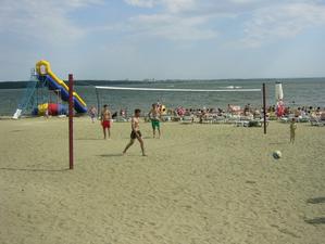 В Челябинске прокуратура требует закрыть пляж на Шершнях