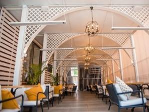 На ул. Ядринцевской встречает гостей обновленная летняя веранда ÉCLAIR café!
