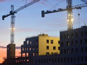 Объемы жилого строительства в Красноярском крае сократились примерно на треть