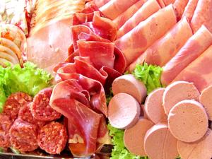 Судятся второй год. Нижегородскому мясокомбинату отказали в праве на бренд колбасы