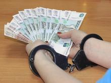 Начальник отдела экономической безопасности ГУ МВД передал взятку. Ему грозит наказание