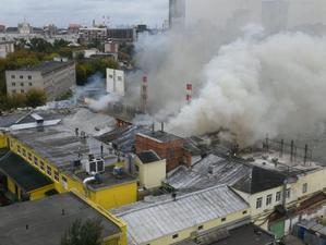 Пожар на «СМАКе». У здания частично обрушилась крыша