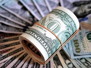 Инвесторы забирают валюту со вкладов. Почему?