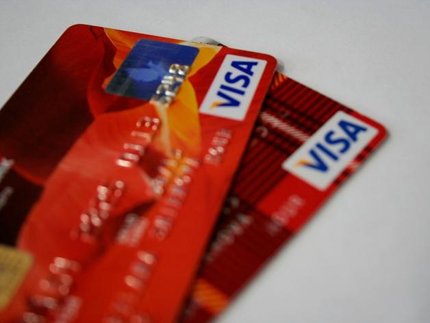Кредитные карты стали новой проблемой для банков. Пока россияне рекордно сократили расходы