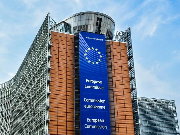«Любой ценой избежим закрытия границ». ЕС больше не боится COVID и не думает о карантине