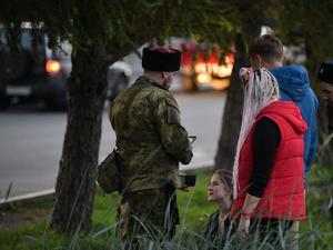 В Екатеринбурге отряд казаков задержал студента за внешний вид. Их спугнула полиция