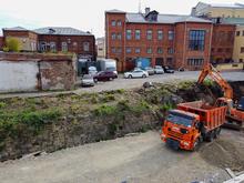 В Челябинске ради новой набережной начали убирать историческую подпорную стену