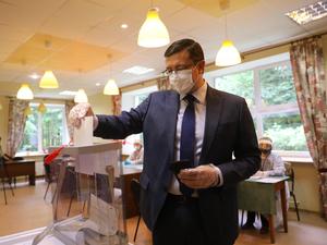 Губернатор Глеб Никитин проголосовал на выборах в нижегородскую Гордуму досрочно