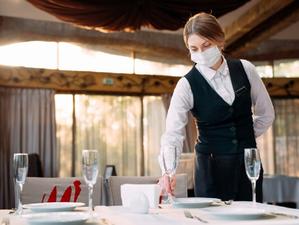 Наталья Котова потребовала строже соблюдать масочный режим в магазинах и ресторанах