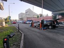 Возле БКЗ открыли большую платную парковку