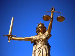 Минстрой через суд требует приостановить работу новосибирского застройщика