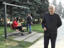 Столбы «3 в 1», газоны и сухой фонтан: Виктор Ереклинцев дал оценку благоустройства района
