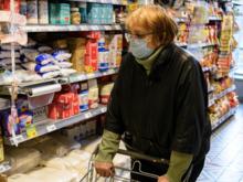 Штрафы для магазинов, внеплановые каникулы и рост пневмоний. Главное о COVID-19 в регионе
