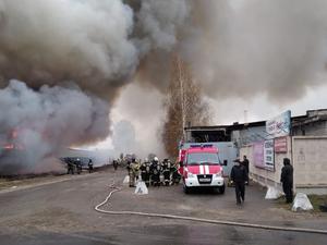 В Сормовe горит крупный склад. Площадь возгорания — более 800 кв. м.