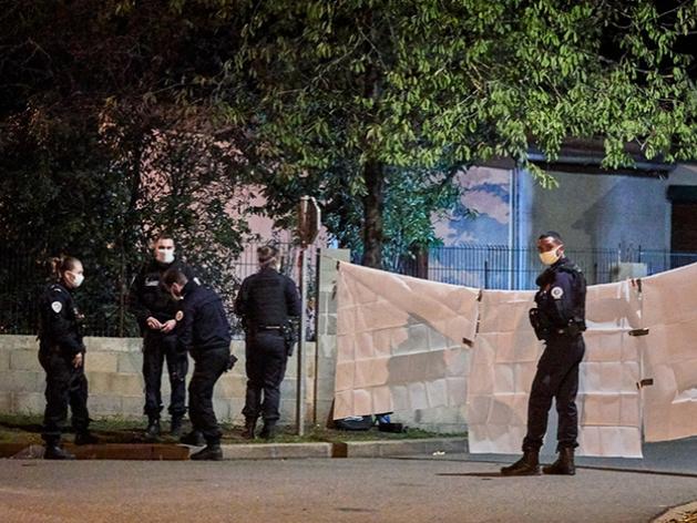 полиция на месте убийства Самюэля Пати