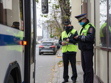 Рост числа заболевших, рейды полиции и закрытие предприятий. Главное о COVID-19