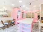 Французскую кондитерскую в розовых тонах выставили на продажу в центре Новосибирска