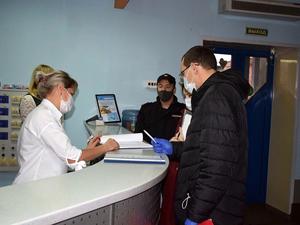 В Красноярске посетителям саун запретили плавать в бассейнах и приносить с собой еду