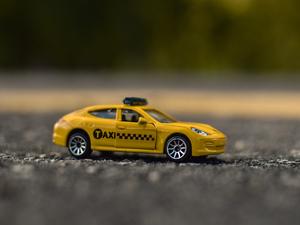 Роды в машине и дружба с пассажирами: челябинские таксисты о необычных случаях на работе