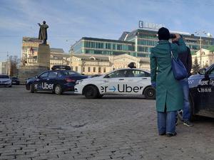 Таксистам придется согласовывать с ГИБДД «антиковидные» экраны, введенные губернатором
