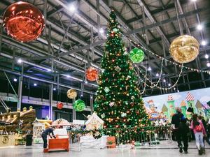 Из-за пандемии в Екатеринбурге отказываются от новогодних елок и грозят закрыть ТРЦ