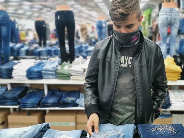 Роспотребнадзор просит Куйвашева запретить нахождение в ТЦ подростков без родителей