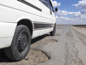 Десять компаний получили крупнейшие контракты на ремонт дорог. Кому достались 28 млрд руб.