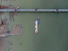 Возводить опоры четвертого моста в русле Оби будет технический флот
