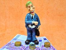 28% жителей Красноярского края хотели бы получать зарплату в иностранной валюте