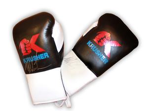 На благотворительный аукцион выставлены боксерские перчатки с автографом Майка Тайсона