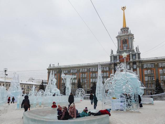 Все-таки будет. Парковку на площади 1905 года закроют для строительства ледового городка