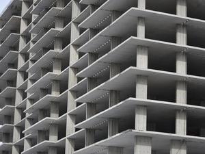 На достройку — 330 млн. Дома на Светлогорской хотят сдать в 2021 г.