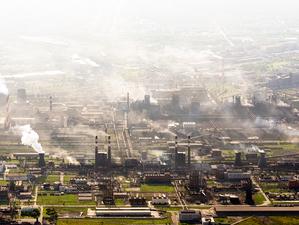 На ЧМК завели сразу четыре административных дела после жалоб на рыжий дым