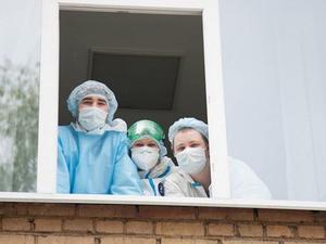 Работающим с ковидными больными врачам еще доплатят из бюджета