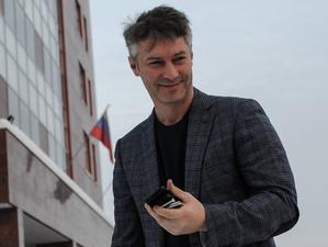 В Екатеринбурге идут соцопросы о выборах. В одном ряду — Ройзман, Шахрин и Дамир Юсупов