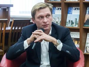 «Нельзя повесить таблички, не купив шрифт»: Павел Крутолапов — о новых уличных указателях