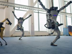 Boston Dynamics показала, как ее роботы танцуют вчетвером под хит шестидесятых