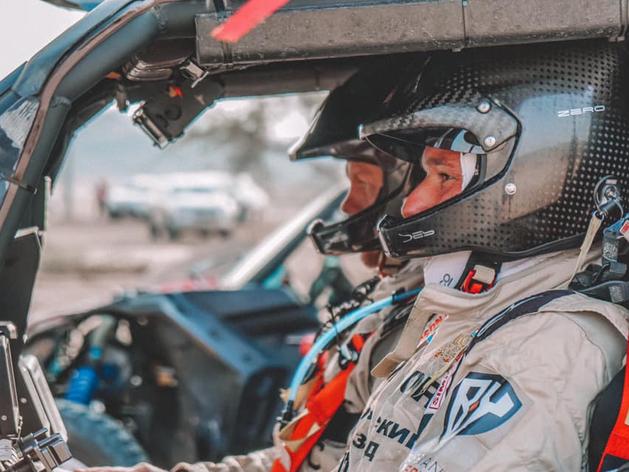 Сергей Карякин добрался до Саудовской Аравии и стартовал на «Дакар-2021». ВИДЕО