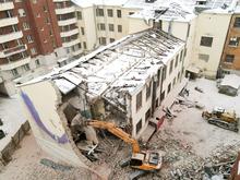 В Екатеринбурге корпорация «Маяк» начала сносить памятник, за который боролись горожане