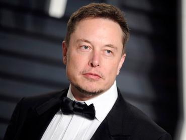 «Напоминает МММ и торговлю тюльпанами». Илон Маск стал самым богатым человеком в мире