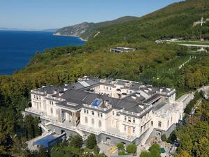 15 млн просмотров. Навальный рассказал о дворце Путина за 100 млрд руб. Главное