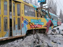 В Нижнем Новгороде трамвай сошел с рельсов и врезался в столб