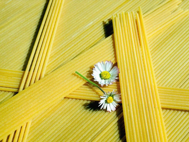 Правительство хочет расширить регулирование цен на еду. Хотя механизм не работает